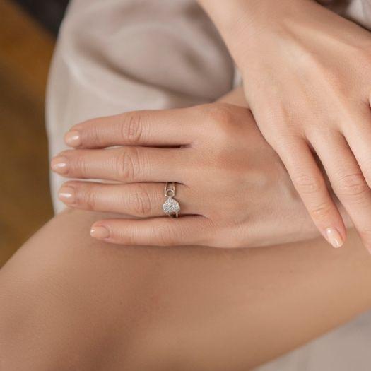 Серебряное кольцо с белыми камнями Чувства