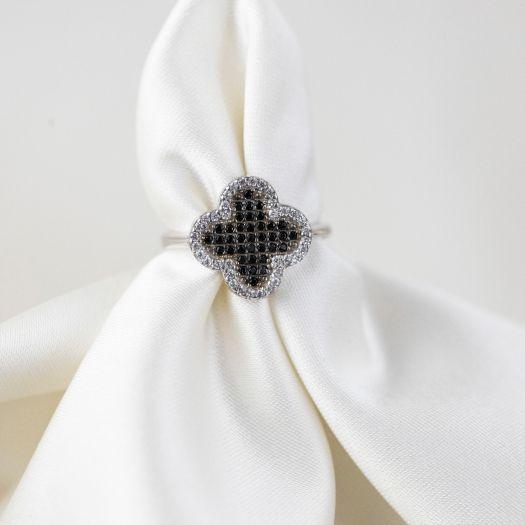 Срібна каблучка з чорно-білим камінням Чотирилисник
