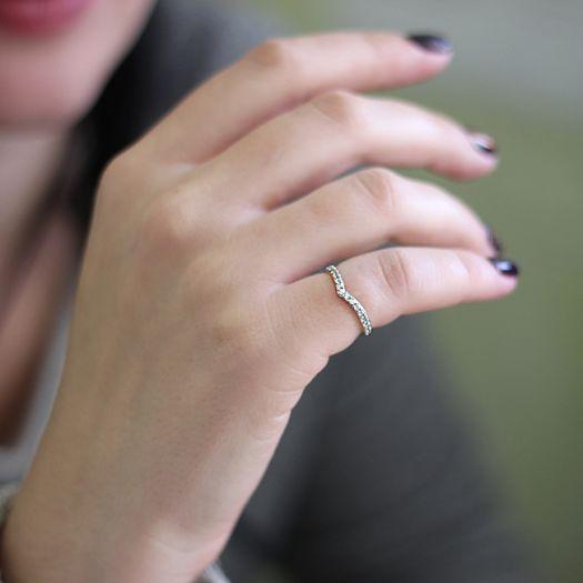 Серебряное кольцо с камнями Дана